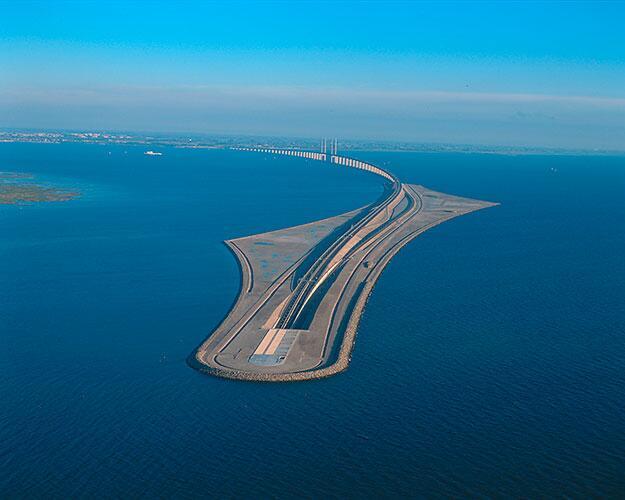 Pont partant de Malmo et plongeant dans la mer direction Copenhague